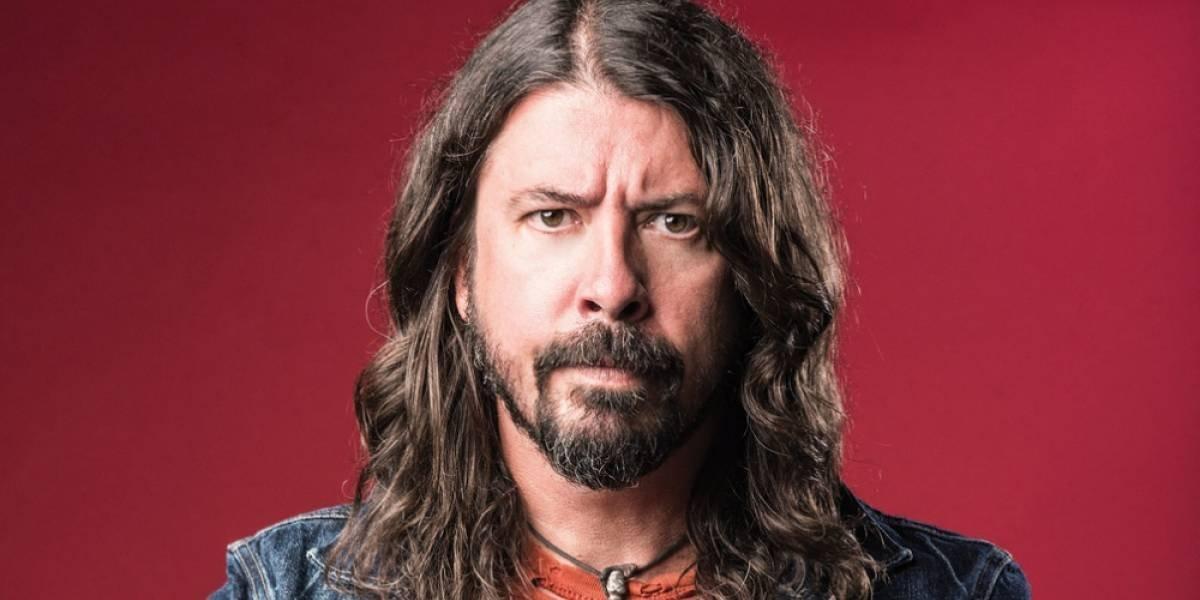 """Dave Grohl pierde la voz y pospone próximos conciertos de Foo Fighters: """"Última vez que beso a Bono"""""""