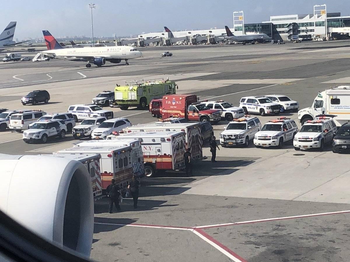 Ambulâncias prestaram atendimento aos passageiros Larry Coben/Twitter