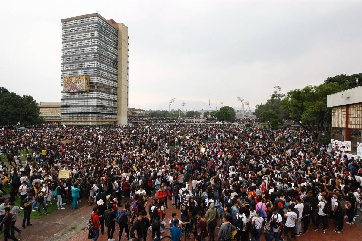 La comunidad universitaria se unión para la exigencia. Foto: Cuartoscuro.