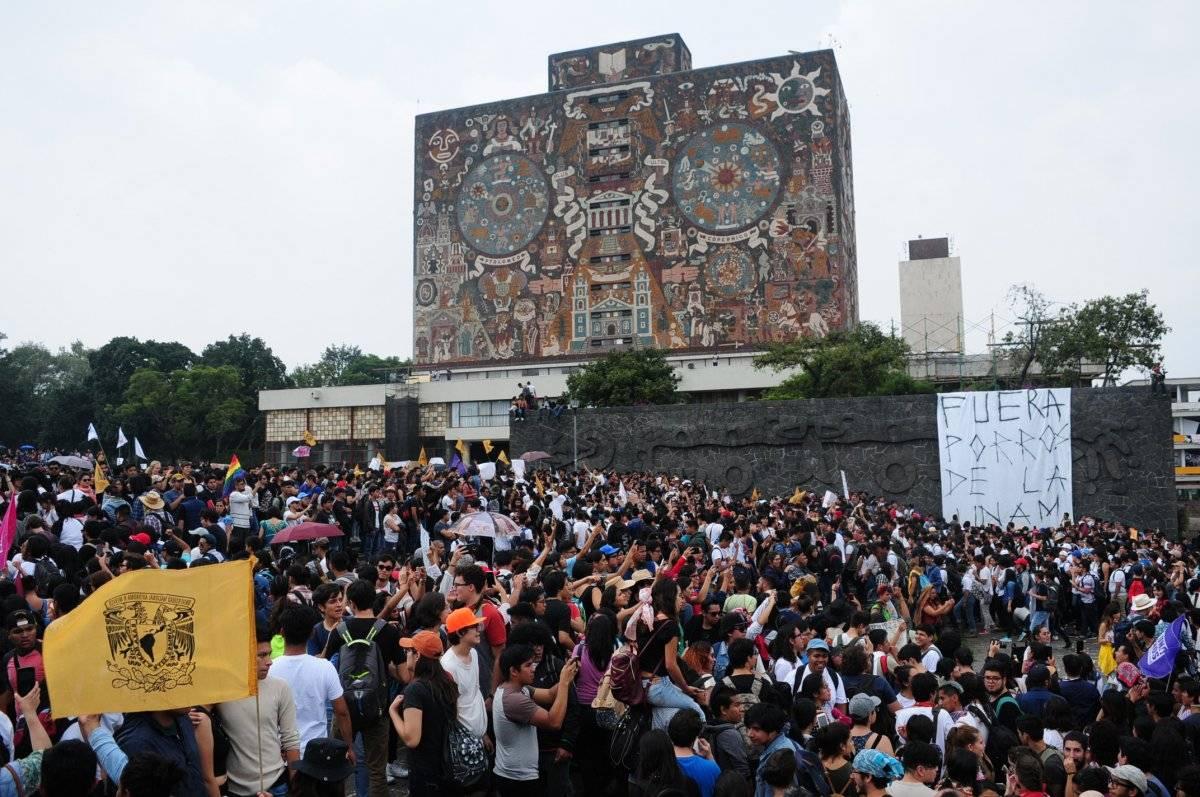 Rectoría fue el escenario para exigir la salida de porros de la UNAM. Foto: Cuartoscuro.