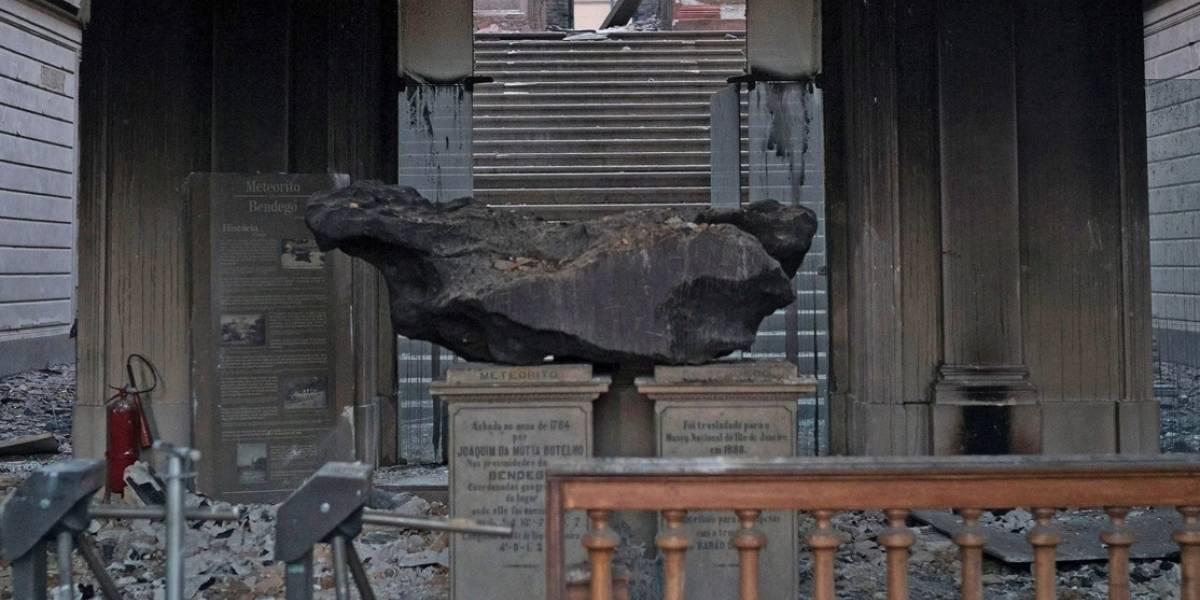 """Video: El terrible incendio del Museo Nacional de Río de Janeiro dejó """"sobrevivientes"""": los meteoritos"""