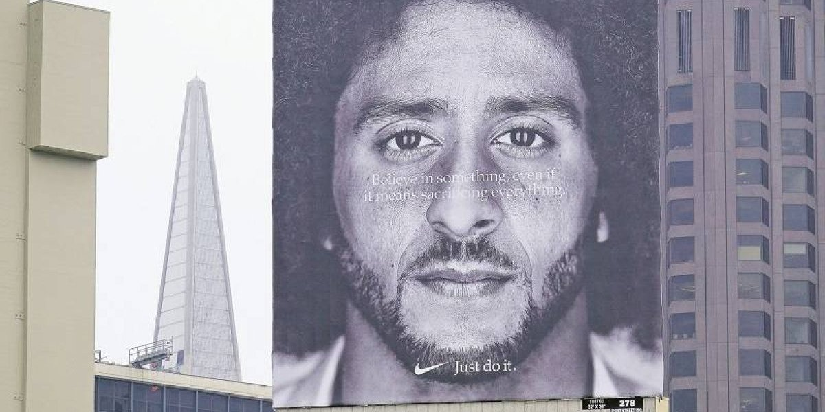 ¿Por qué hay gente quemando sus zapatillas Nike en EE.UU.?
