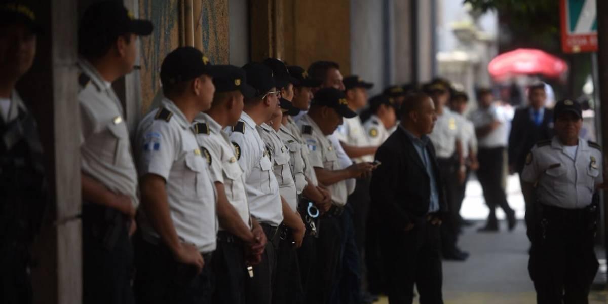 Congreso y PDH con presencia de agentes policiales