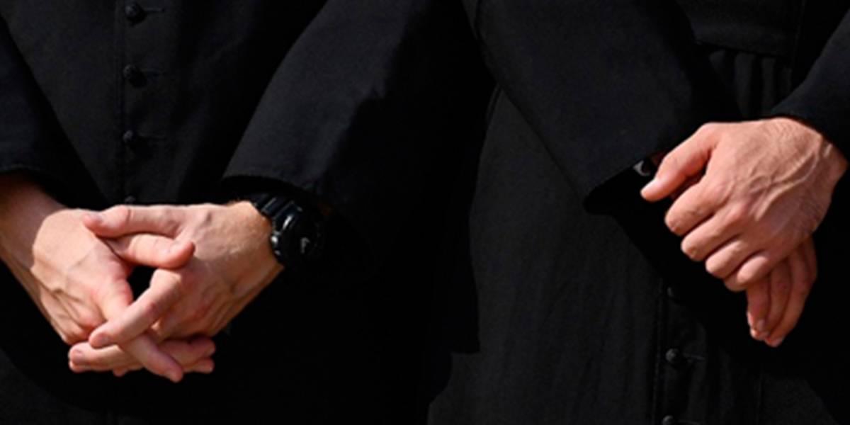 ¡Escándalo! Capturan a dos sacerdotes teniendo sexo oral cerca de parque infantil en Miami
