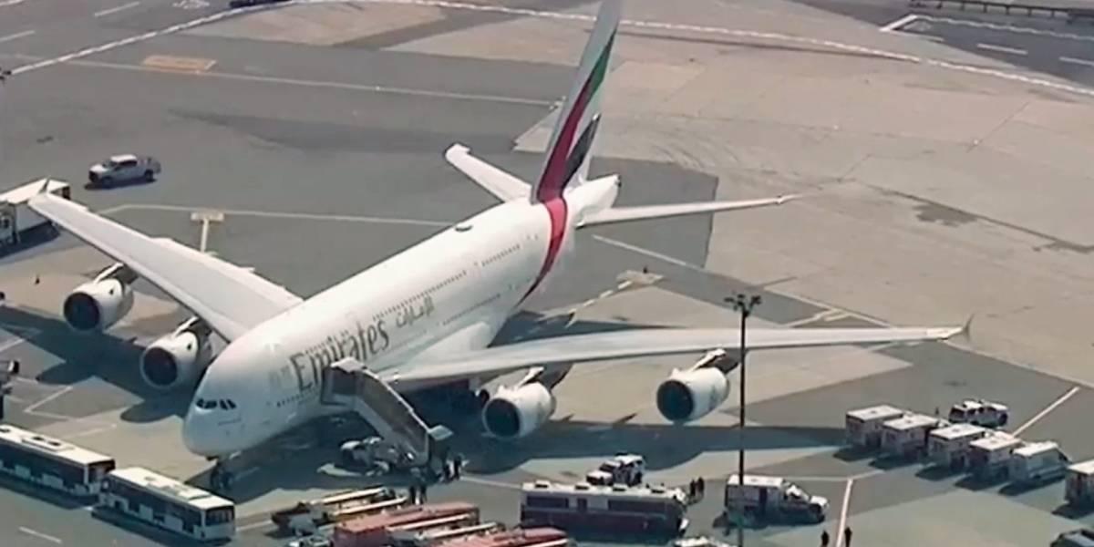 Avión aterriza en JFK con decenas de pasajeros enfermos