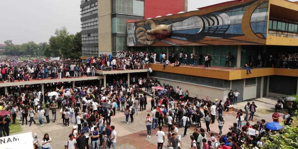 Estudiantes de todo el país y damnificados muestran su apoyo a la UNAM