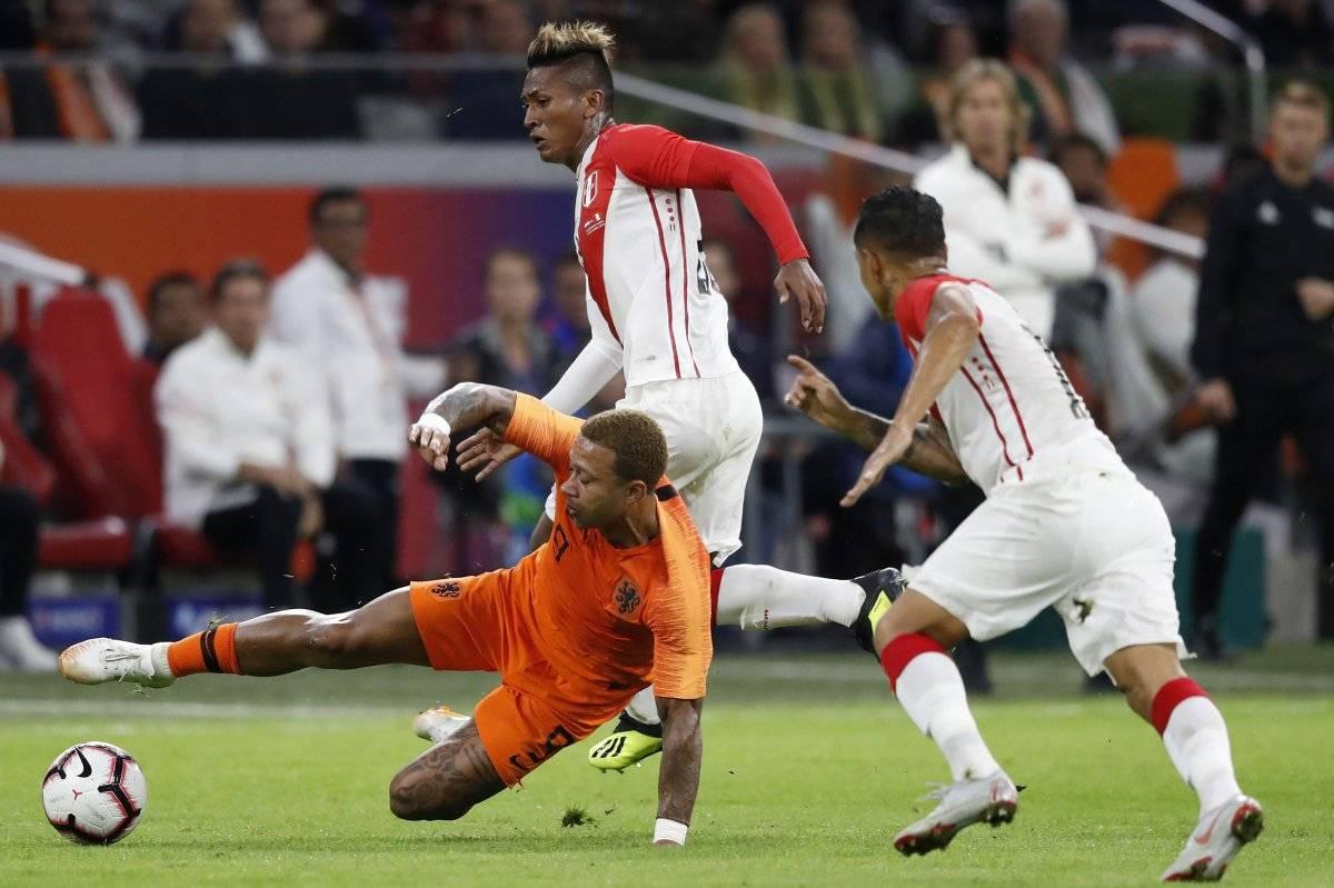 Memphis recibe una fuerte entrada por un rival peruano