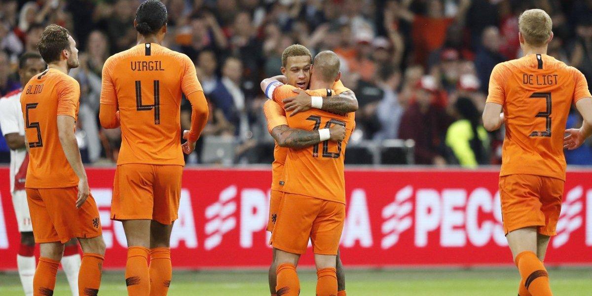 Memphis despide a Sneijder marcando un doblete en el triunfo de Holanda