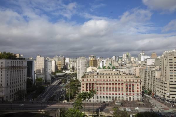 previsão do tempo clima nuvens nublado céu azul sol calor frio centro são paulo shopping light vale do anhangabau viaduto do cha