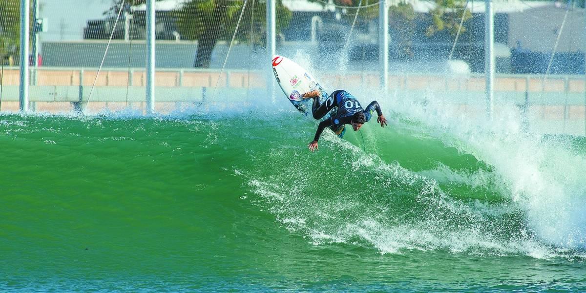 Nova etapa do Mundial de Surfe tem disputa em piscina de ondas artificiais