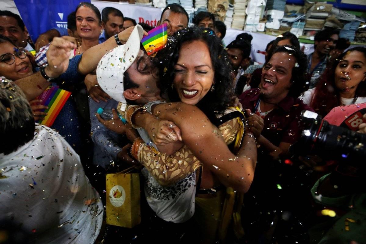 Manifestantes comemoram resultado Francis Mascarenhas/Reuters