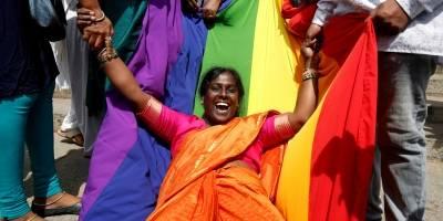 Índia descriminaliza homossexualidade