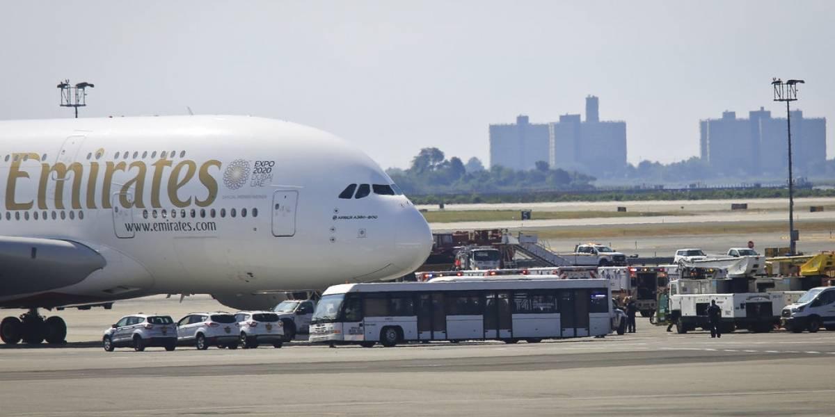 Avión llega a Nueva York con varios enfermos de influenza