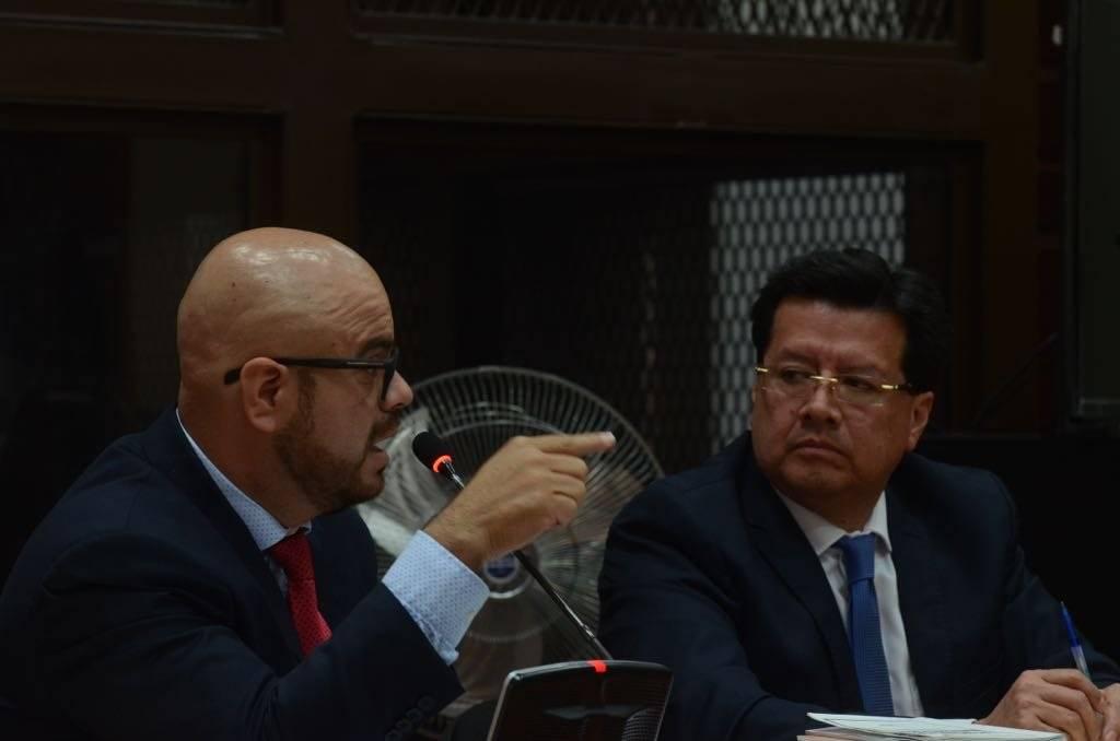 Abogado Juan Alberto Guevara y exmagistrado Douglas Charchal. Foto: Omar Solís