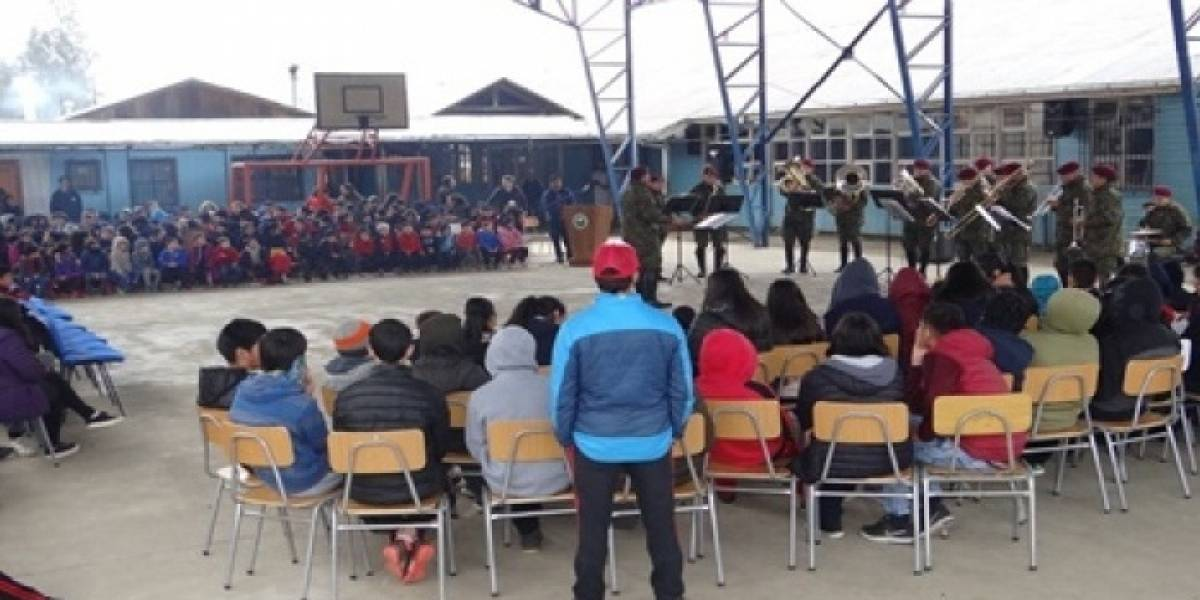 Desde música a atención médica y juegos para niños: Ejército celebra Fiestas Patrias con plan de trabajo social desde Ollagüe a Porvenir