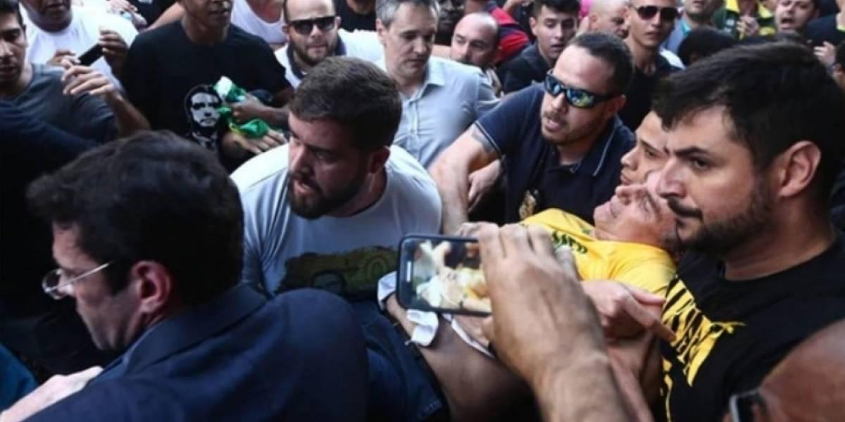 VIDEO: Apuñalan al candidato presidencial, Jair Bolsonaro, durante un acto de campaña en Brasil