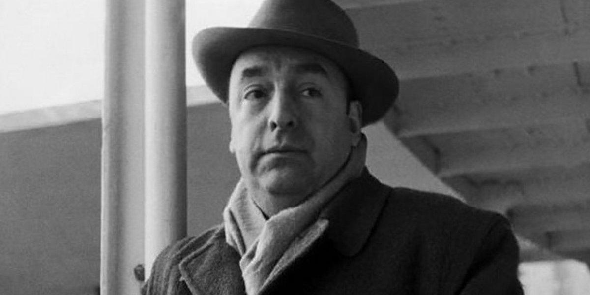 """Sobrino de Neruda denuncia """"torpedeo"""" del Ministerio del Interior para finalizar análisis a restos del poeta"""