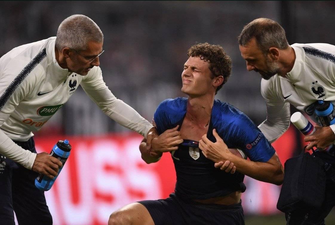 La brutal agresión a Benjamin Pavard en el partido entre Francia y Alemania Twitter