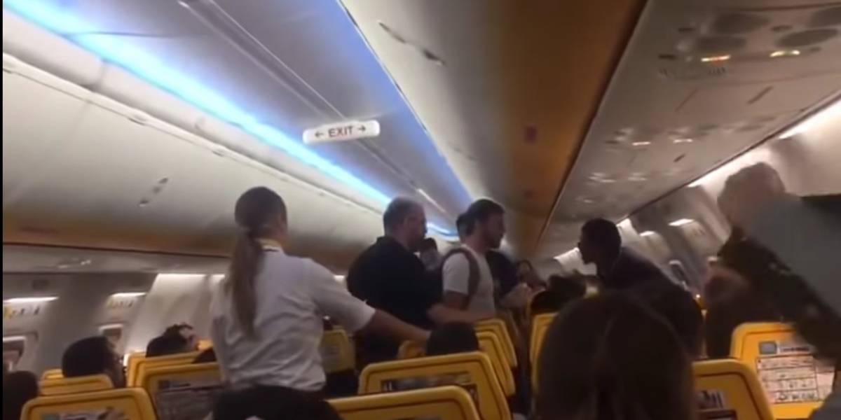 Hombre pierde el control en pleno vuelo de Barcelona a Sevilla: los momentos de tensión luego de que árabe gritara consignas sobre Alá
