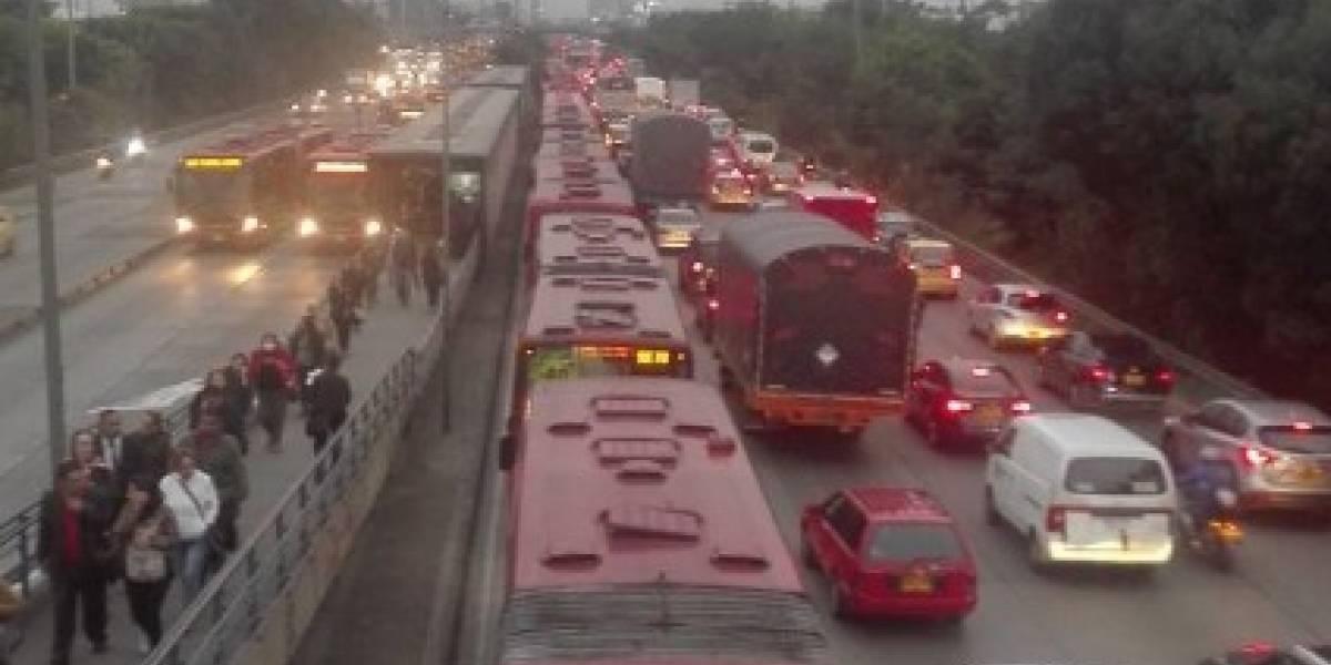 ¡Atención! tremendo trancón por accidente entre peatón y TransMilenio en el norte de Bogotá