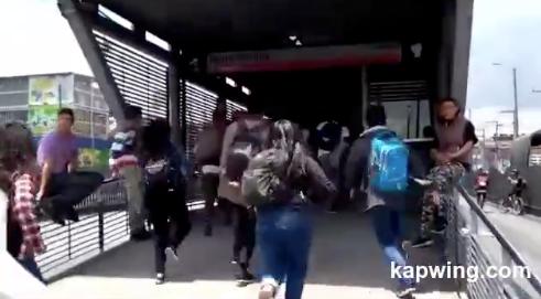 Estudiantes salieron a protestar por una mejor educación y terminaron colados en Transmilenio