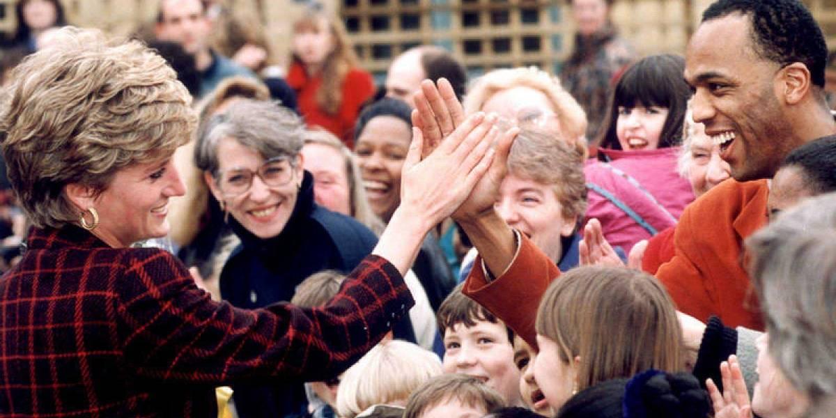 5 imágenes que corroboran la devoción de los ingleses por la princesa Diana