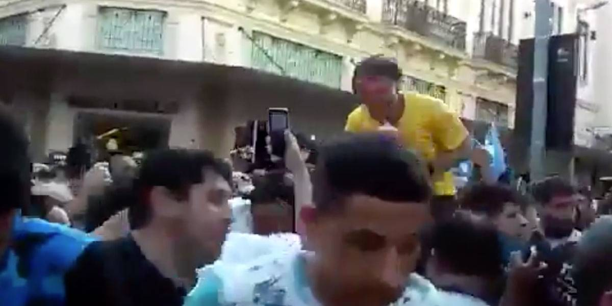 VÍDEO: veja momento exato em que Bolsonaro é esfaqueado