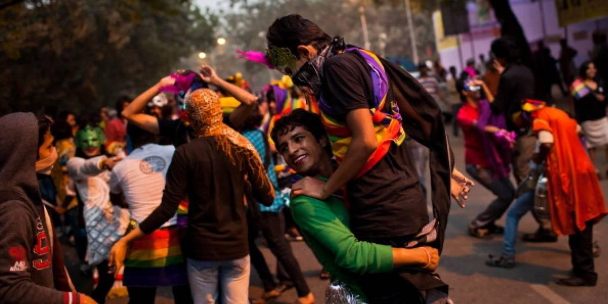 """""""Lo que ocurre en nuestro dormitorio es cosa nuestra"""": India despenaliza la homosexualidad en una decisión histórica"""