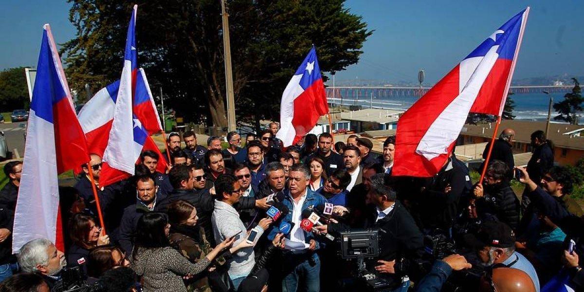 """Trabajadores de Enap: acusan """"oscuras intenciones de privatizarla"""" y se declaran en alerta tras medidas del Gobierno"""