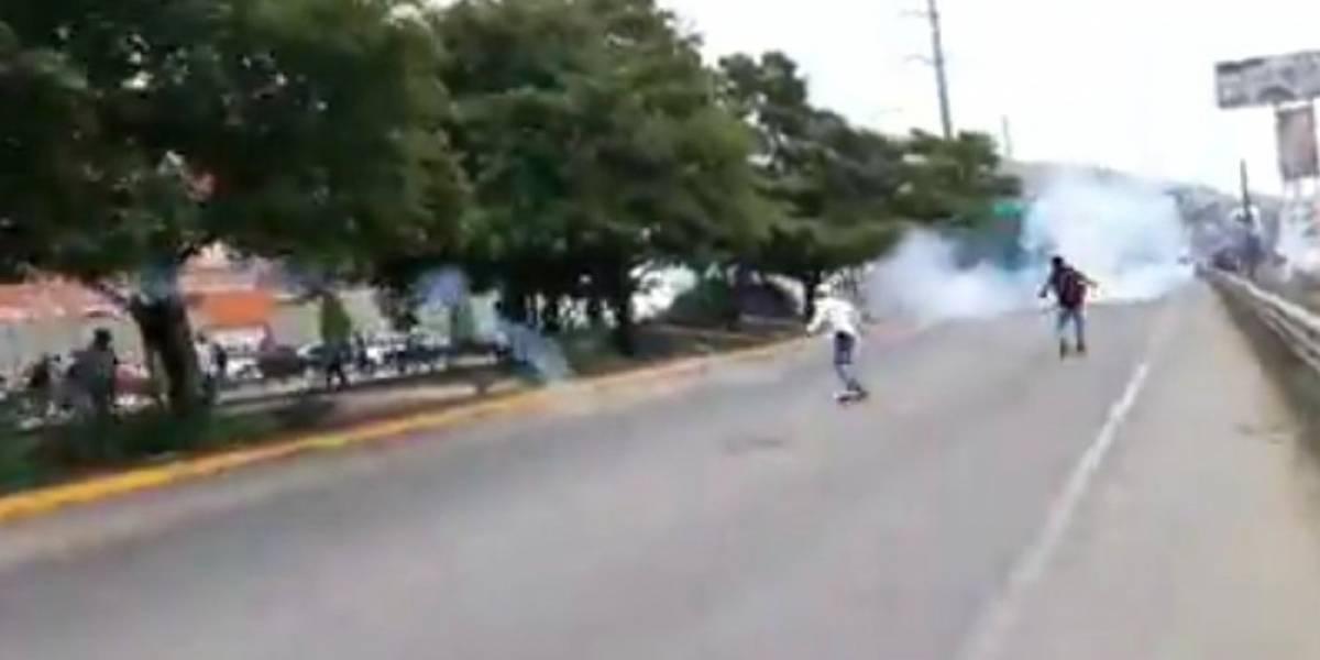 VIDEO: Se enfrentan normalistas de Mactumatzá y policías en Chiapas
