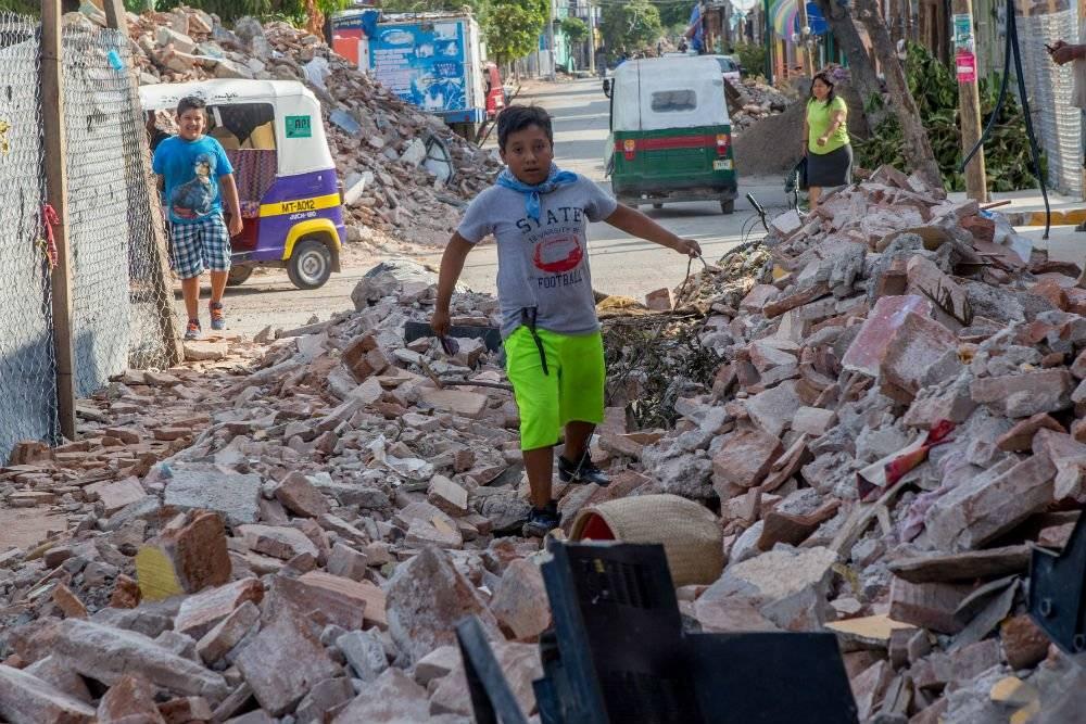 Marchan damnificados del sismo 7-S