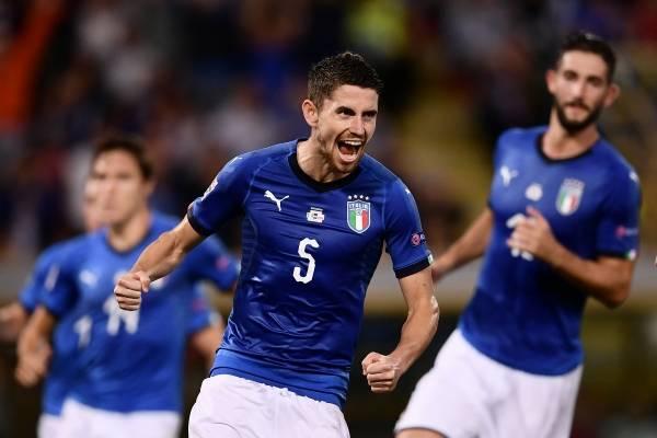 Italia salvó un empate en casa