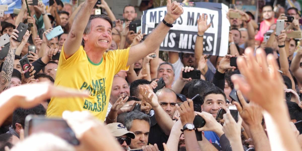 Boletim médico diz que Bolsonaro está consciente e com boa condição clínica