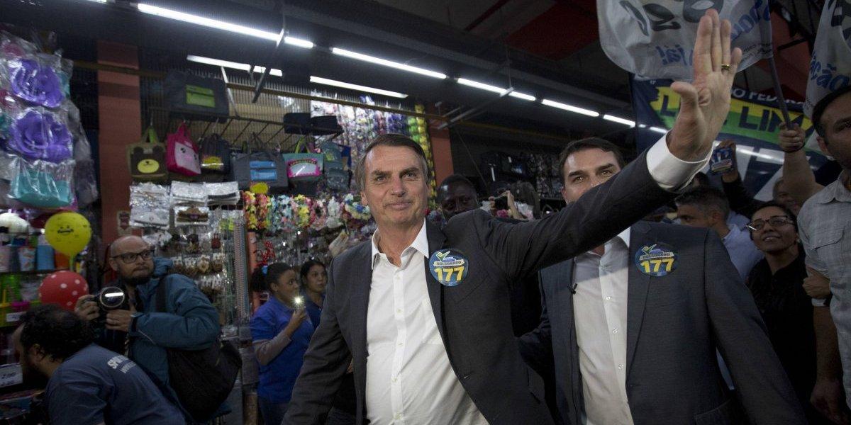 """El """"Trump brasileño"""", homofóbico y nostálgico de la dictadura militar: este es Jair Bolsonaro el candidato presidencial que fue apuñalado"""