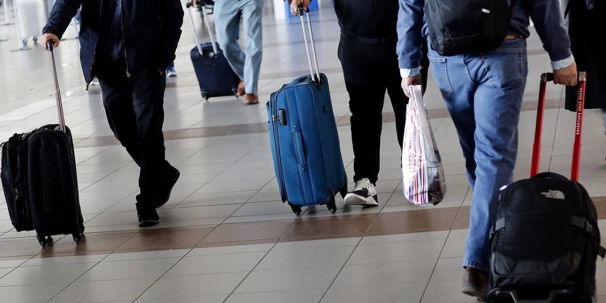 Ya no quedaremos de brazos cruzados: ingresan proyecto para que aerolíneas compensen a los pasajeros si cancelan su vuelo a última hora