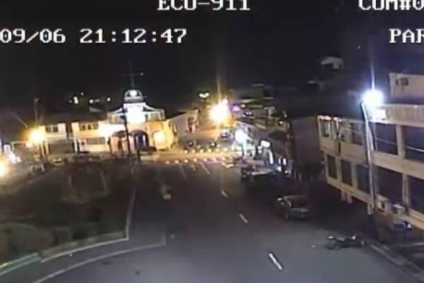 De acuerdo con las imágenes del ECU 911, que corresponden a un parque en Cumandá, el sismo se produjo a las 21:12