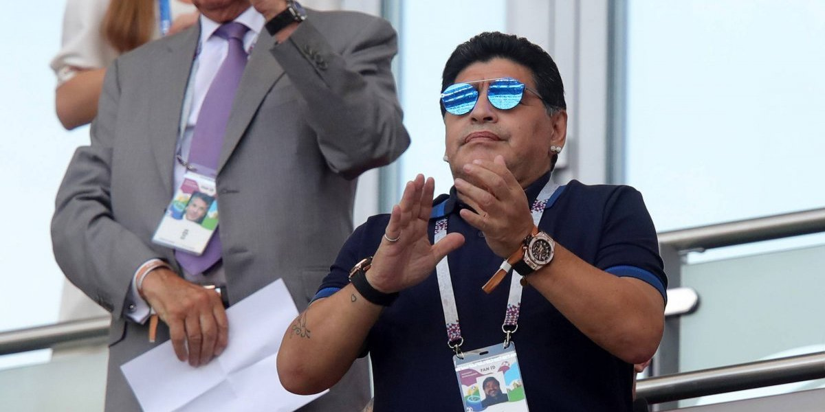 Maradona, 'tú a tú' frente al 'Canelo'