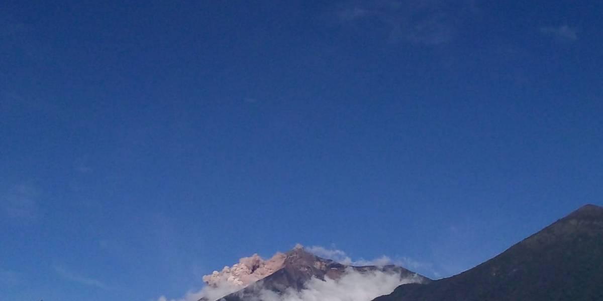 VIDEO. Avalancha en el volcán de Fuego provoca cierre de carretera