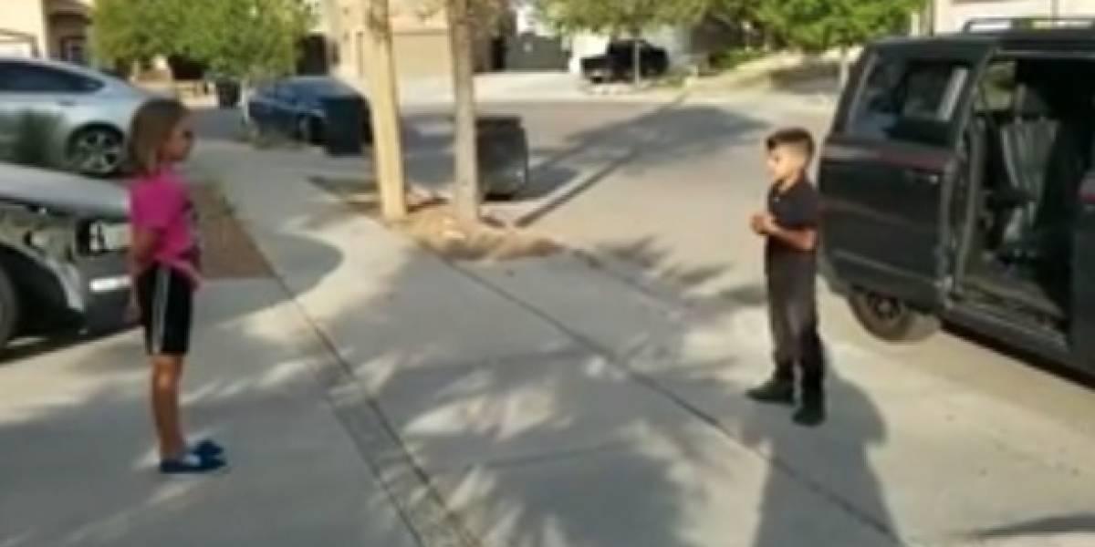 VIDEO. Niño le lleva serenata a su amiga que sufrió de bullying en la escuela