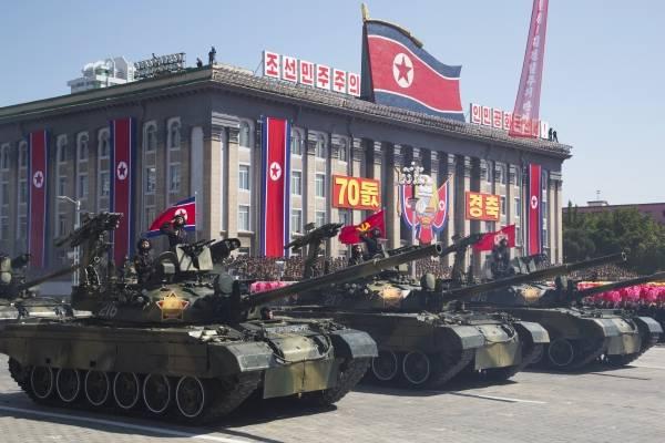 Pyongyang celebra su cumpleaños con un enorme desfile militar centrado en la paz y el desarrollo económico.
