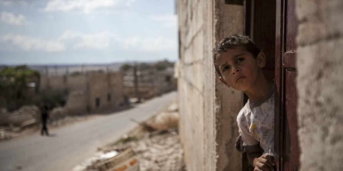 Máscaras de gas con vasos de plástico: así se preparan las familias en Siria ante el pánico por inminente ataque químico