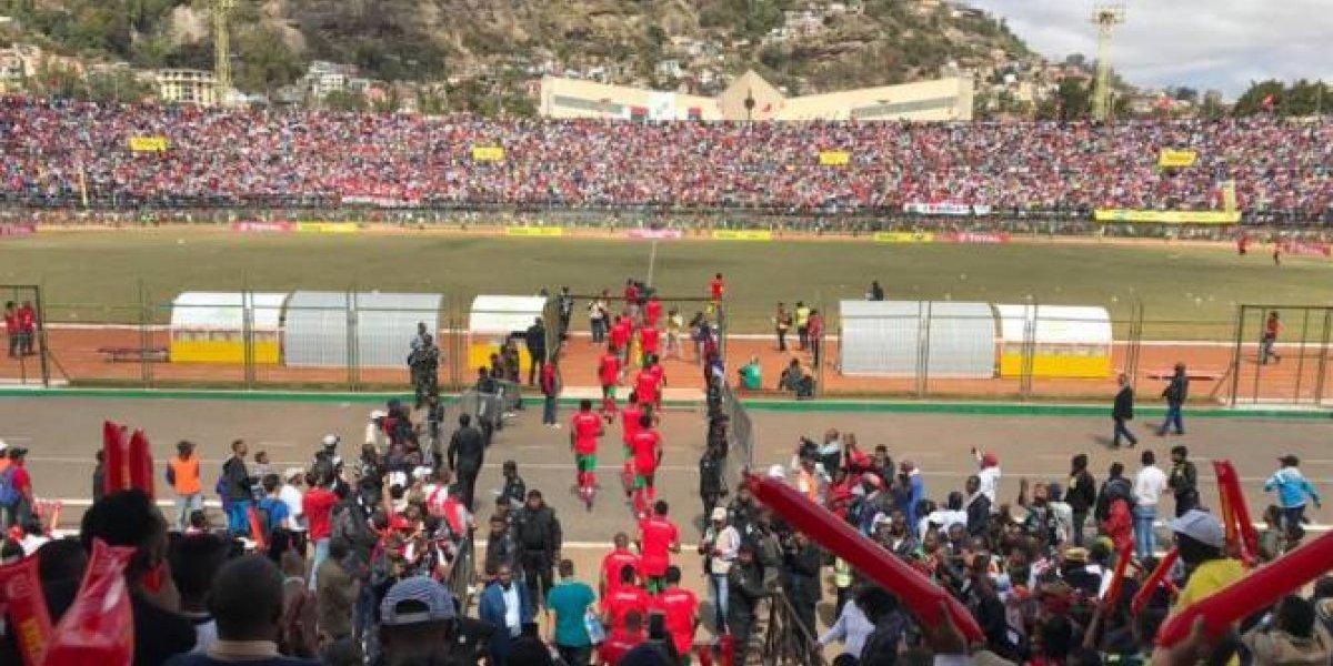 Avalancha humana en estadio de África deja 1 muerto y 37 heridos