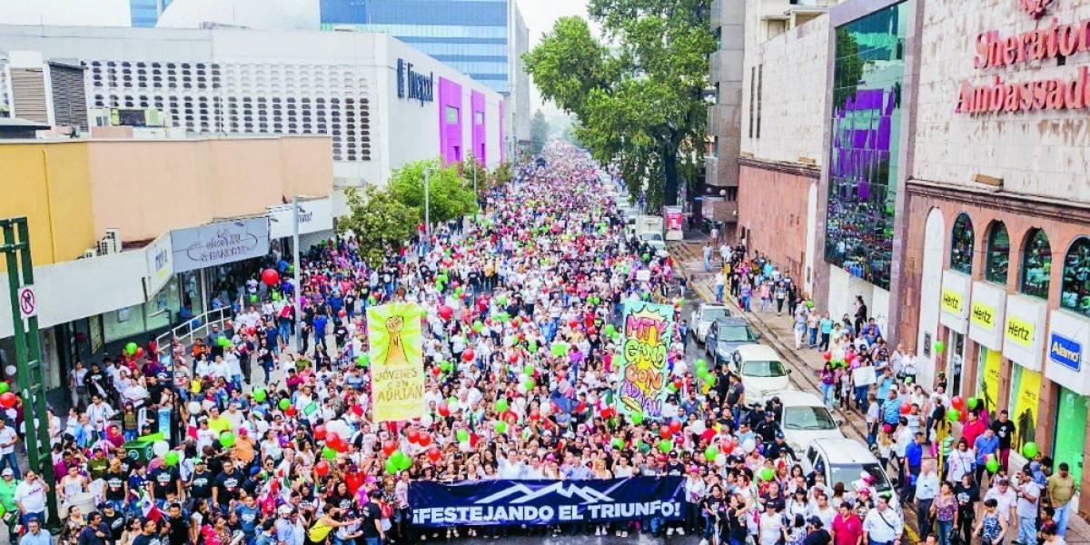 Simpatizantes de Adrián de la Garza muestran su músculo en Monterrey