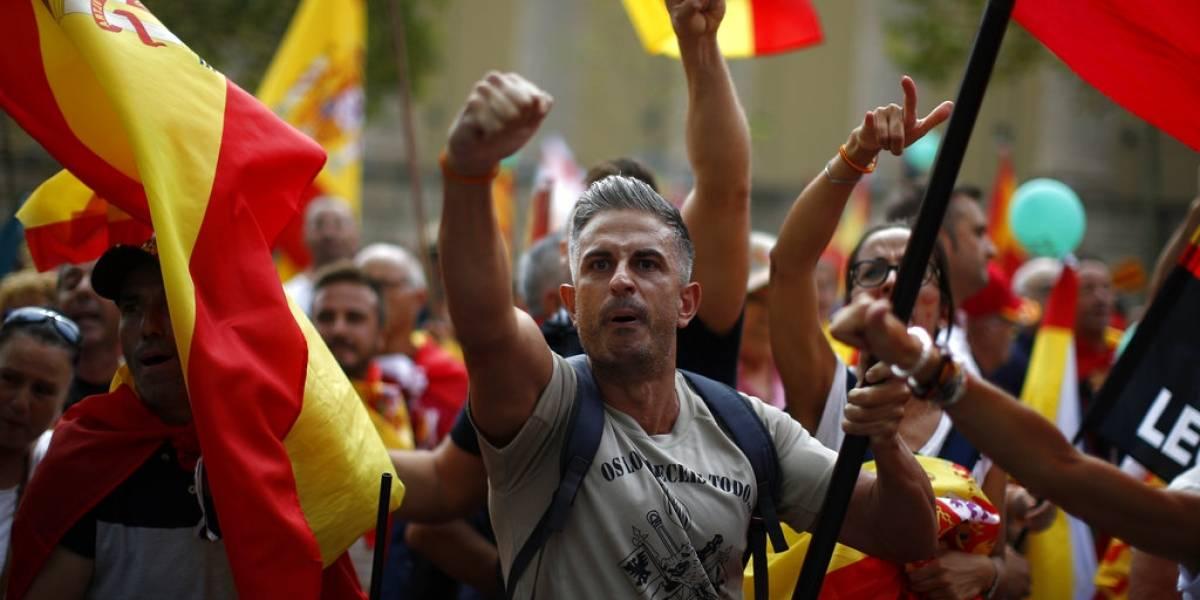 FOTOS. Miles marchan en Barcelona contra el movimiento separatista