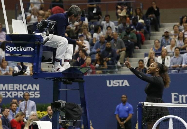 Serena Williams discute con el juez Carlos Ramos
