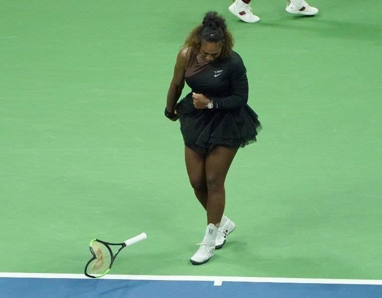Serena Williams rompe una raqueta en la final del US Open 2018