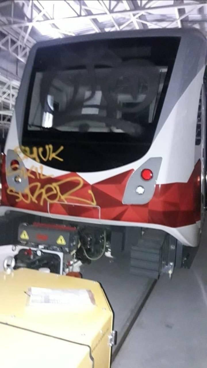 Asaltan los talleres del Metro de Quito y vandalizan uno de los vagones del tren