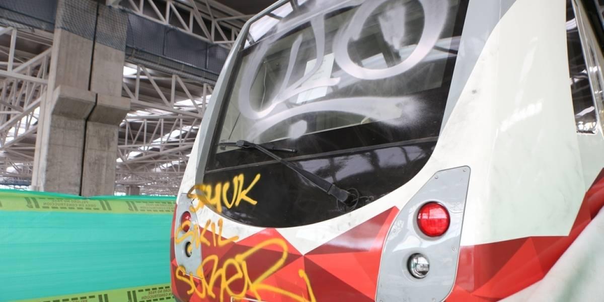 Guardias relatan cómo ahuyentaron a grafiteros que atacaron vagón del Metro de Quito