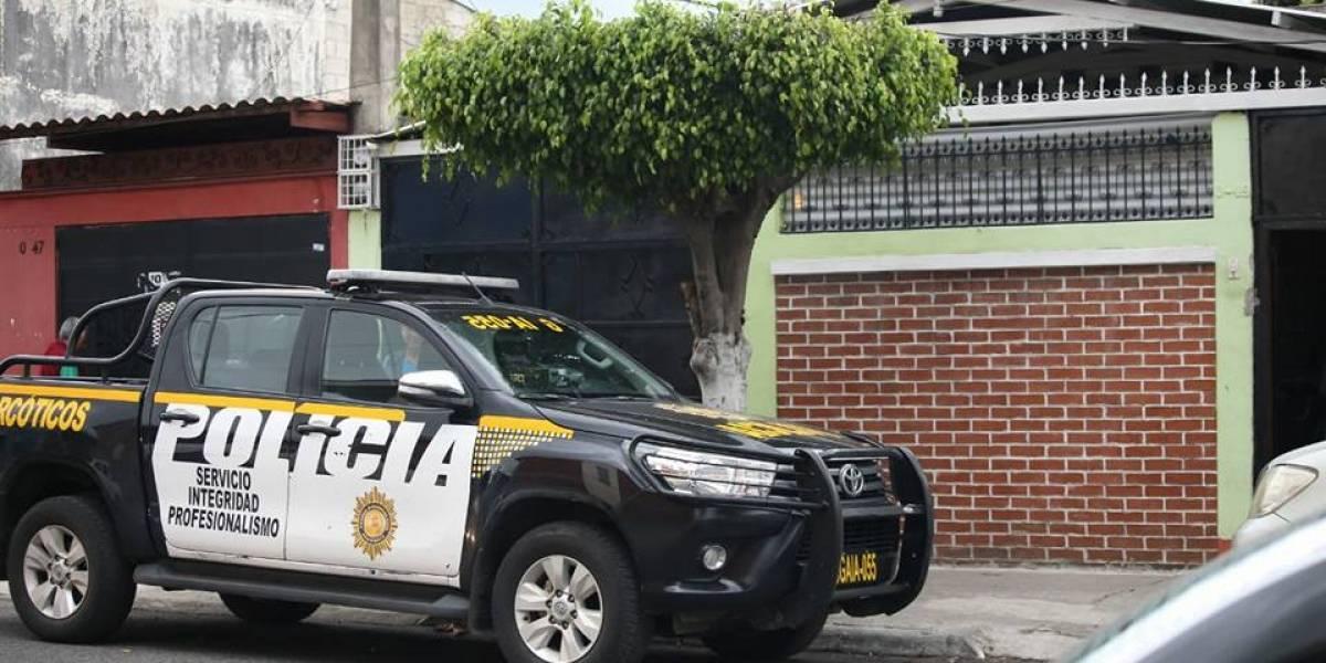 Tres menores remitidos tras operativo en donde se localizó droga y dinero en efectivo