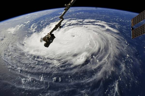Meteorólogos advierten de los peligros que pudiera causar el ciclón por las marejadas ciclónicas, fuertes lluvias y vientos huracanados